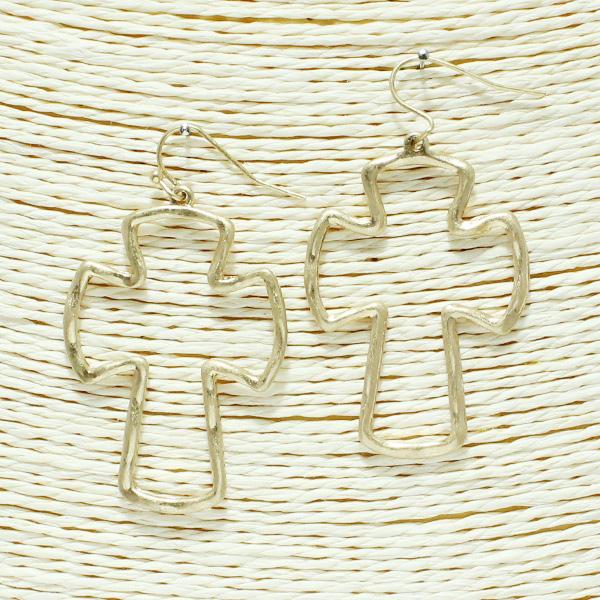 86767_Worn Gold, open cross earring