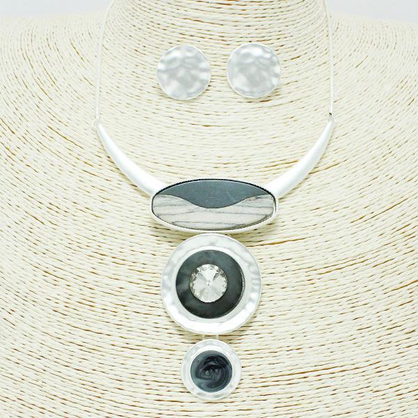 87237_Mat Silver/Black, epoxy geometric necklace